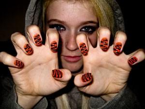 украшение ногтей красным и черным цветом